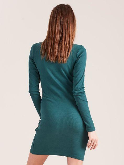 Ciemnozielona dopasowana sukienka z półgolfem                              zdj.                              2