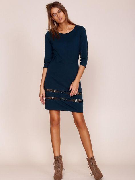 Ciemnozielona sukienka z ażurowymi wstawkami                              zdj.                              4