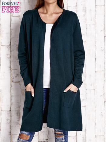 Ciemnozielony otwarty sweter ze skórzaną lamówką                                  zdj.                                  1