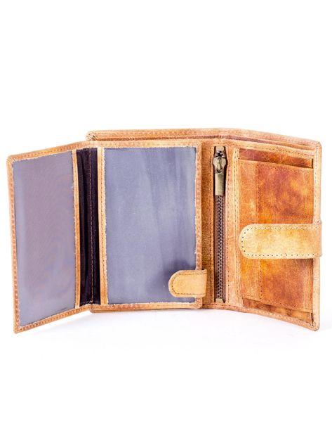 Cieniowany camelowy portfel z tłoczeniem                              zdj.                              5