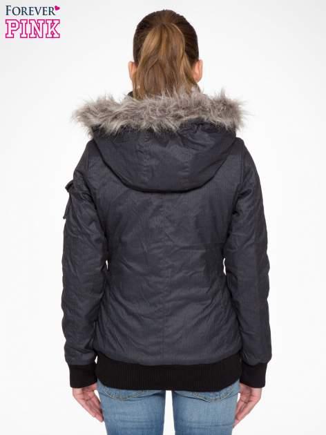 Ciepła kurtka zimowa z kapturem wykończonym futerkiem                                  zdj.                                  3