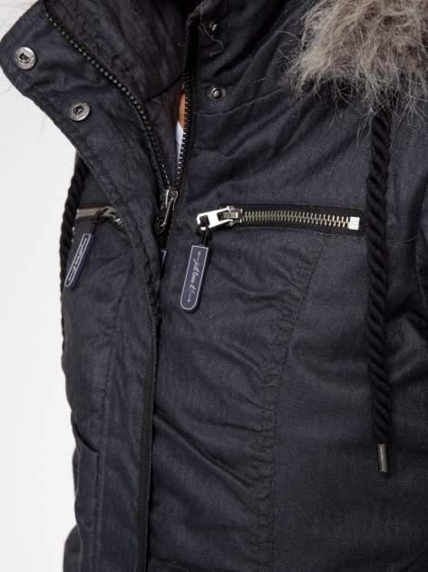 Ciepła kurtka zimowa z kapturem wykończonym futerkiem                                  zdj.                                  8