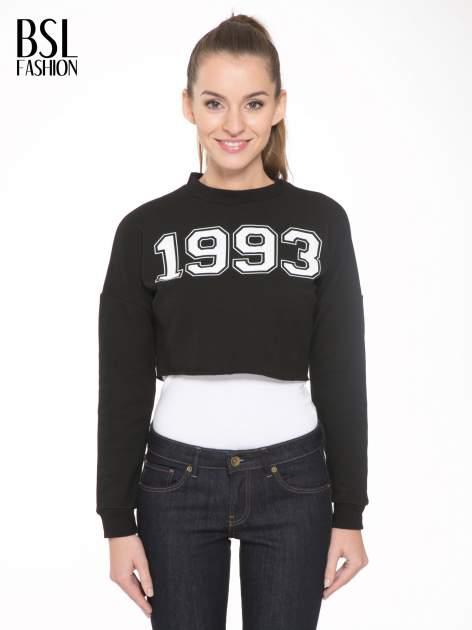 Czarna bluza cropped z nadrukiem numerycznym