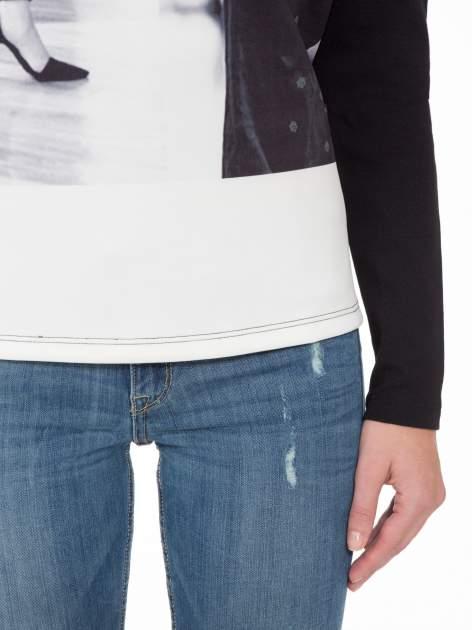 Czarna bluza z fotografią w stylu fashion                                  zdj.                                  6