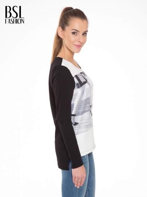 Czarna bluza z fotografią w stylu fashion                                  zdj.                                  3