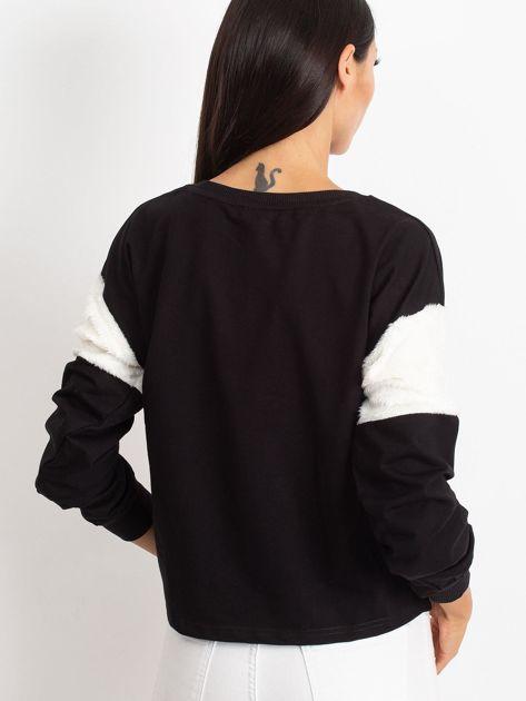 Czarna bluza z futerkowymi wstawkami na ramionach                              zdj.                              3
