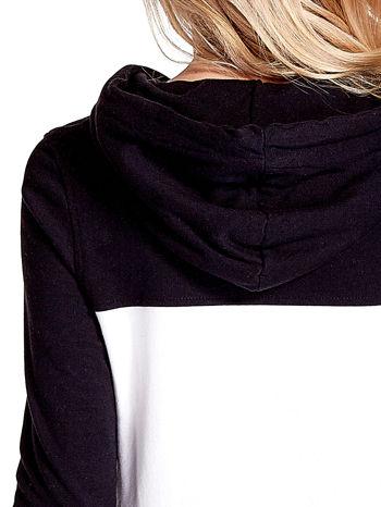 Czarna bluza z kapturem z białym i szarym wykończeniem                                  zdj.                                  7