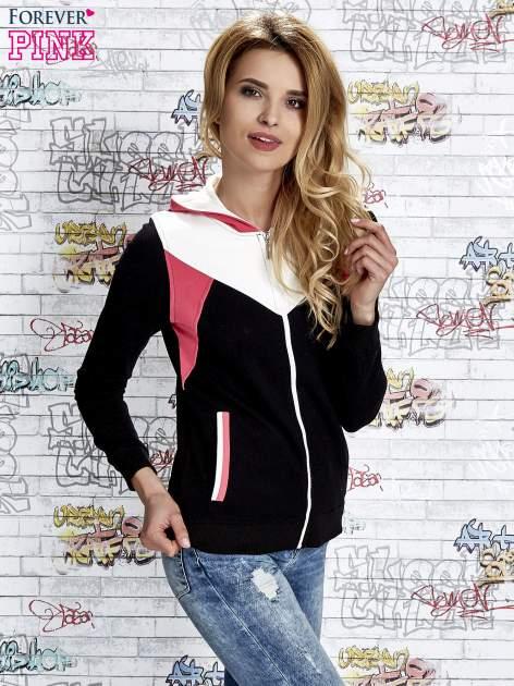 Czarna bluza z kolorowymi wstawkami