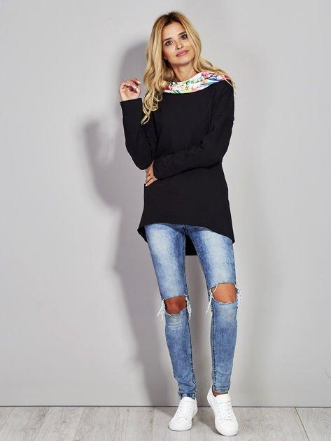 Czarna bluza z kominem exotic print                              zdj.                              4