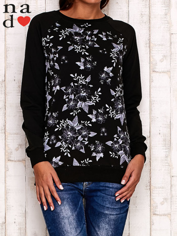 Czarna bluza z kwiatowym nadrukiem