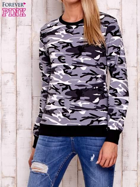 Czarna bluza z motywem moro