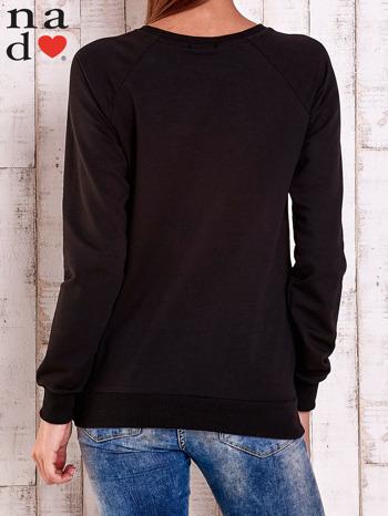 Czarna bluza z nadrukiem szpilek                                  zdj.                                  3