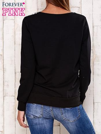 Czarna bluza z tekstowym nadrukiem                                  zdj.                                  4