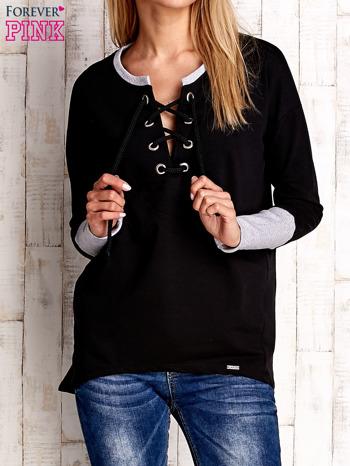Czarna bluza z wiązaniem i szerokim ściągaczem                              zdj.                              1