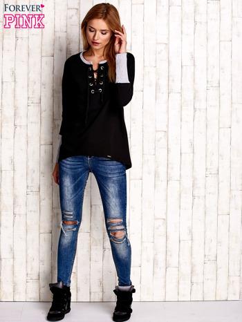 Czarna bluza z wiązaniem i szerokim ściągaczem                              zdj.                              2