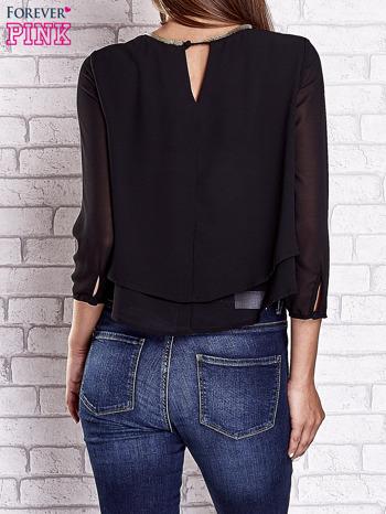 Czarna bluzka koszulowa z biżuteryjnym dekoltem                                  zdj.                                  5