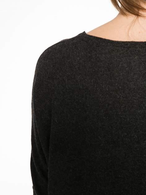 Czarna bluzka z asymetrycznym cięciem na dole                                  zdj.                                  12