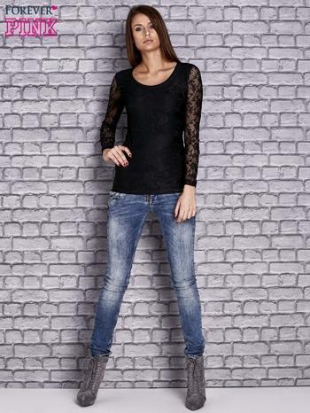 Czarna bluzka z ażurowymi rękawami                                  zdj.                                  2
