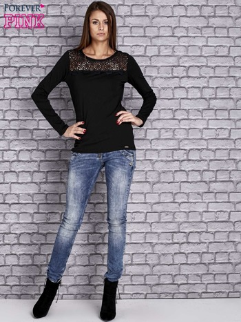 Czarna bluzka z koronkową wstawką                                  zdj.                                  2