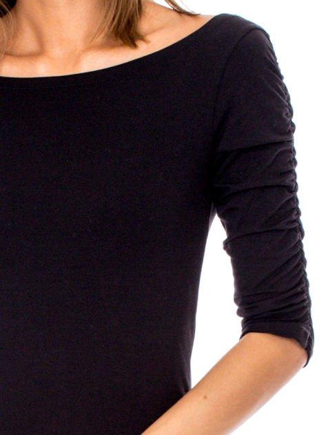 Czarna bluzka z marszczeniem na ramionach                              zdj.                              6