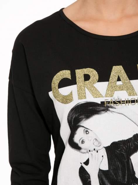 Czarna bluzka z napisem CRAZY i nadrukiem fashionistek                                  zdj.                                  7