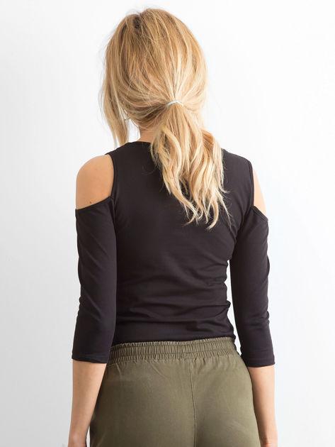 Czarna bluzka z paseczkami przy dekolcie                              zdj.                              2