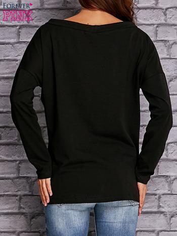 Czarna bluzka z wiązaniem przy dekolcie i kieszenią                                  zdj.                                  4