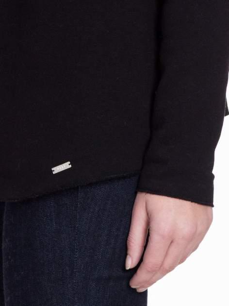 Czarna bluzonarzutka z klapami o kroju waterfall                                  zdj.                                  7