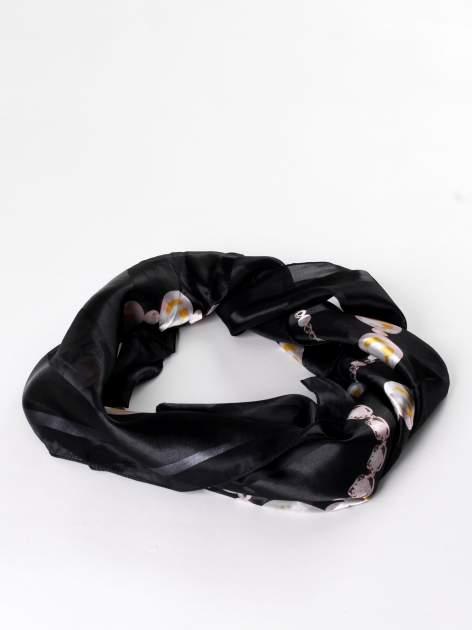 Czarna chusta apaszka z nadrukiem biżuteryjnym                                  zdj.                                  2