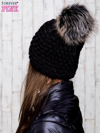 Czarna czapka o grubym splocie z pomponem                                  zdj.                                  3