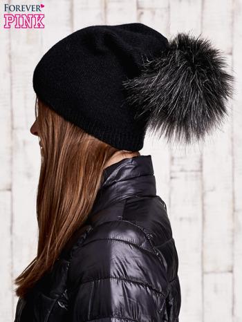 Czarna czapka z futrzanym pomponem                                   zdj.                                  2