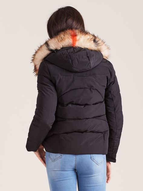 Czarna damska kurtka z kapturem                              zdj.                              2