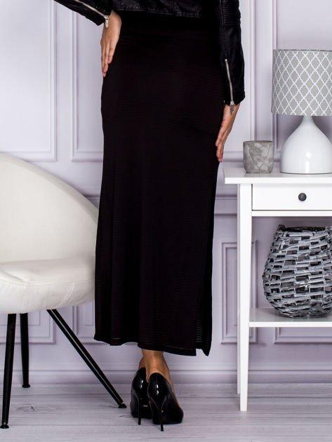 Czarna długa spódnica maxi w transparentne paski
