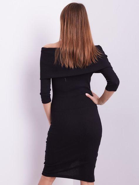 Czarna dopasowana sukienka z odkrytymi ramionami                              zdj.                              3