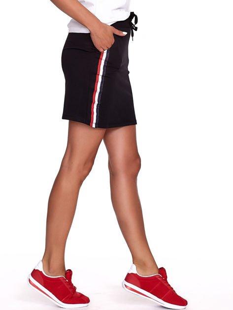 Czarna dresowa spódnica mini z kieszeniami i paskami                              zdj.                              3