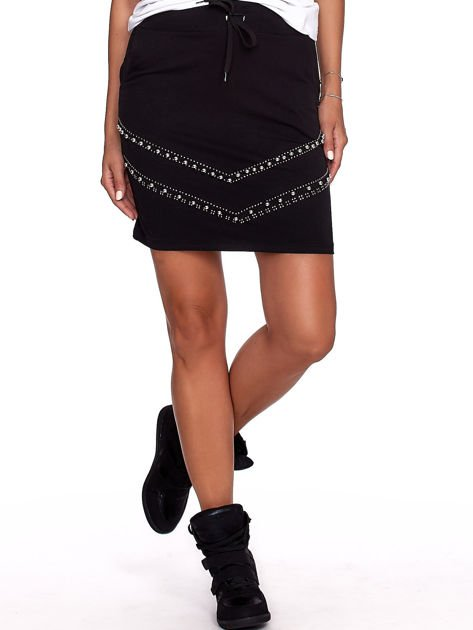 Czarna dresowa spódnica z kieszeniami i perełkami                              zdj.                              1