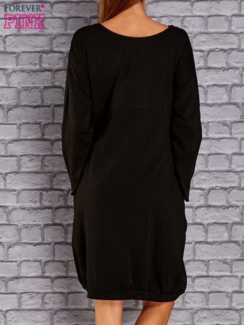 Czarna dresowa sukienka oversize z kieszeniami                                  zdj.                                  4