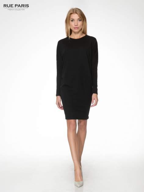 Czarna dresowa sukienka z nietoperzowymi rękawami                                  zdj.                                  2