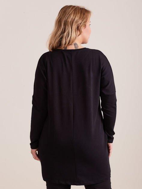 Czarna dresowa tunika z aplikacją PLUS SIZE                              zdj.                              2