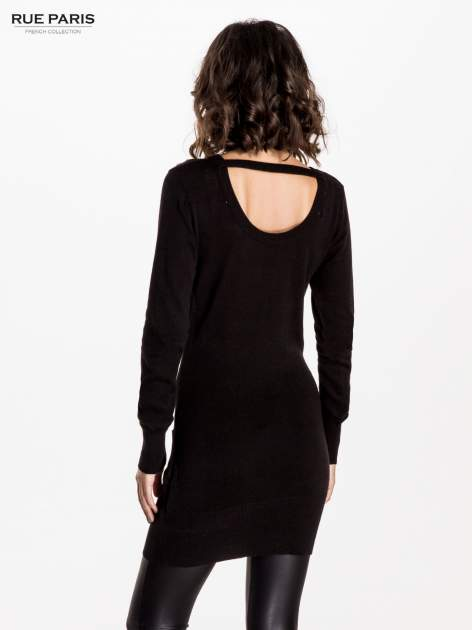 Czarna dzianinowa sukienka z perełkami na ramionach                                  zdj.                                  3