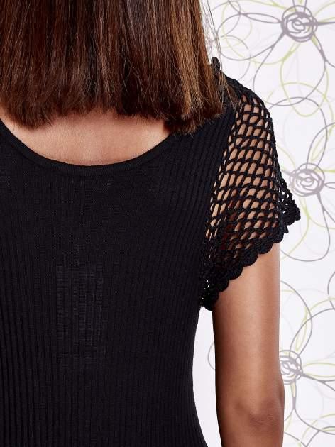 Czarna dzianinowa sukienka z żabotem i ażurowymi rękawami                                  zdj.                                  5