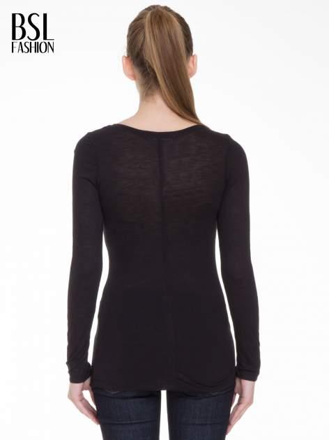 Czarna gładka bluzka z długim rękawem i przeszyciem z tyłu                                  zdj.                                  4