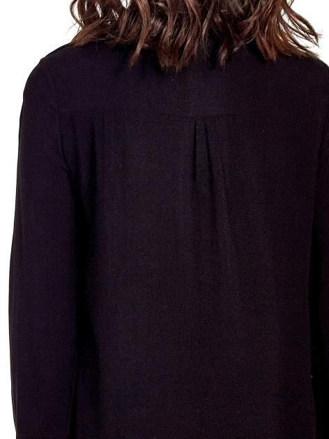 Czarna klasyczna koszula z kieszonkami po bokach                                  zdj.                                  7