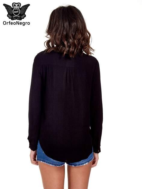 Czarna klasyczna koszula z kieszonkami po bokach                                  zdj.                                  4