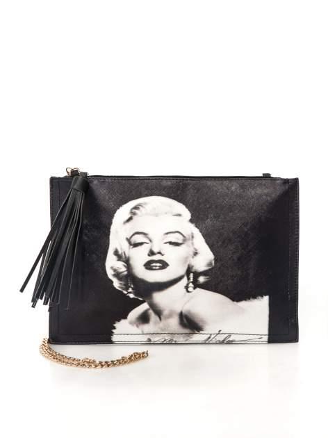Czarna kopertówka z nadrukiem Marilyn Monroe, frędzlami i złotym łańcuszkiem                                  zdj.                                  1