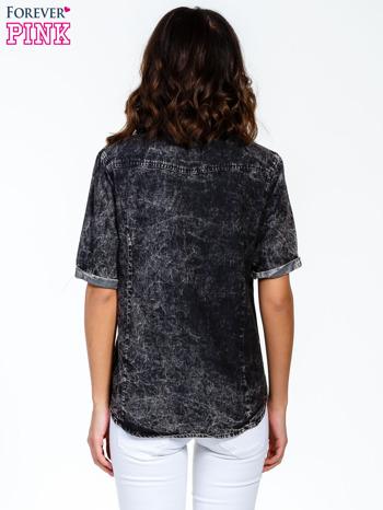 Czarna koszula acid wash z podwijanymi rękawami                                  zdj.                                  4