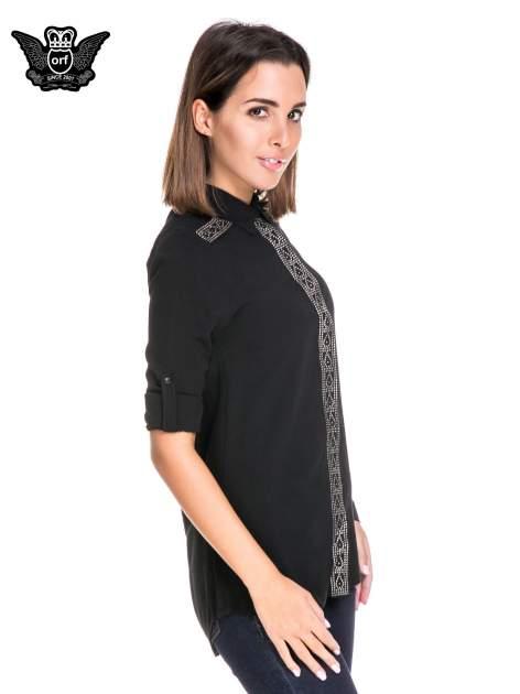 Czarna koszula z listwą i pagonami zdobionymi dżetami                              zdj.                              5