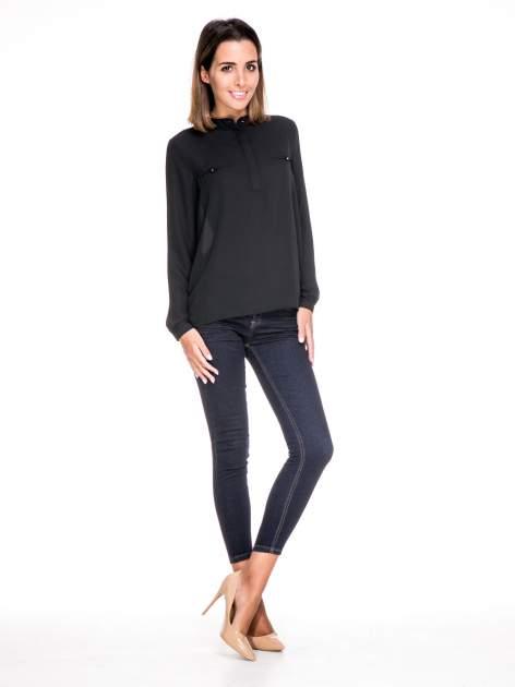 Czarna koszula ze stójką i kieszonkami na guziczki                                  zdj.                                  2