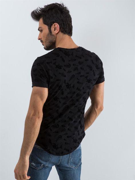 Czarna koszulka męska we wzory                              zdj.                              2