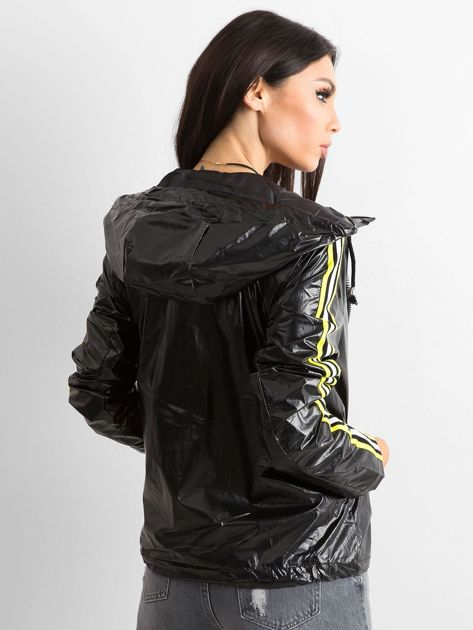 Czarna kurtka z kapturem                              zdj.                              2